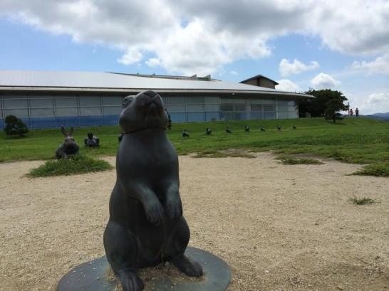 美術館前の因幡の白ウサギちゃん。
