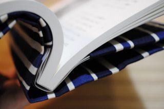 読書好きの方へのプレゼント好適品! ベアハウスのフリーサイズブックカバーを使ってみた!