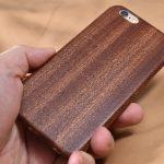 暖かい手触りが魅力の iPhone 用木製ケース PITAKA/sevensteven 紫檀とサペリの二種を試す!