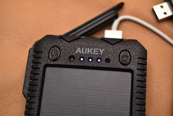 Aukey PB−P24 充電中