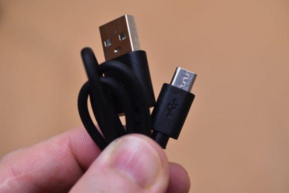 SoundPEATS P5 USBケーブル