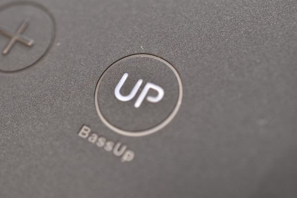 Anker SoundCore Boost BassUpボタン