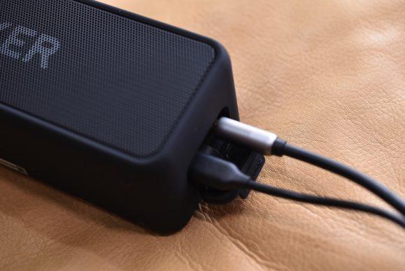 Anker SoundCore 2 ケーブルを接続