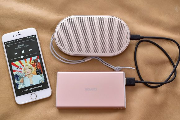 BeoPlay P2 With iPhone and Battery