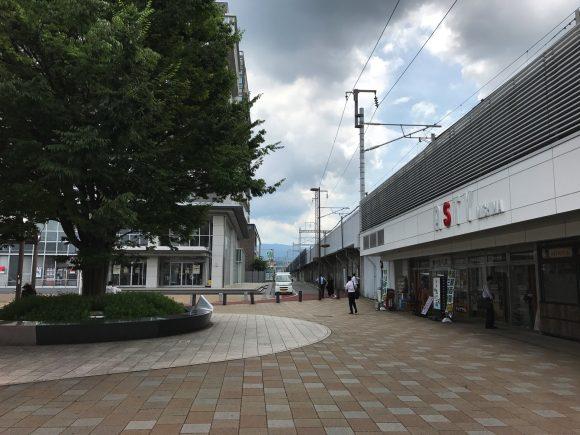 三島駅北口を出たところ