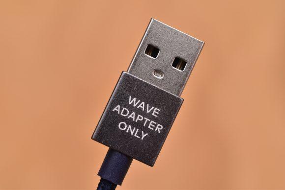 LINEスピーカーWAVE専用充電ケーブルの端子プリント
