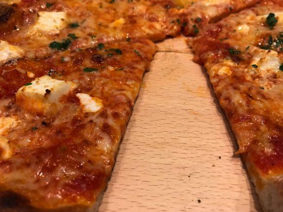 WP PIZZA みなとみらい ピザ カット