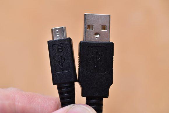 WF-1000X USBケーブル