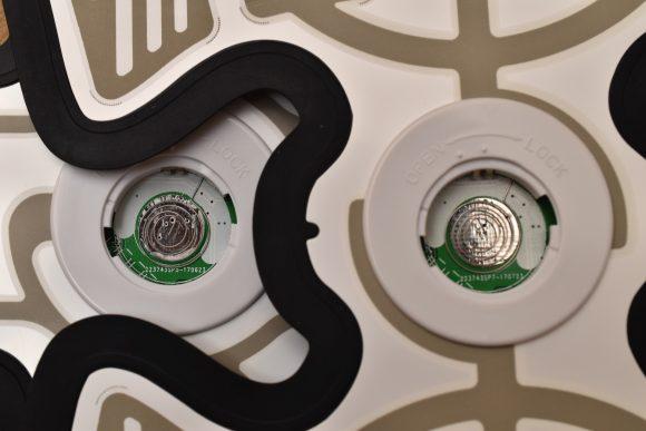 ドクターエア エクサパッド 電池ケース内部比較