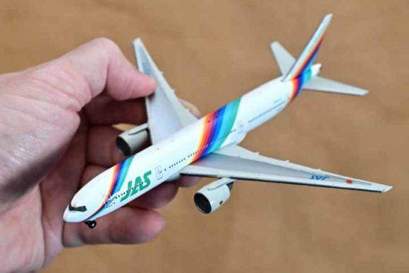 JAL旅客機コレクション3号B777ダイキャストモデル全体
