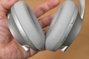 Bose Noise Cancelling Headphones 700 のスイッチ部材