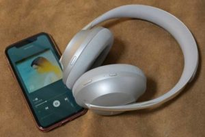 Bose Noise Cancelling Headphones 700 と iPhone XR