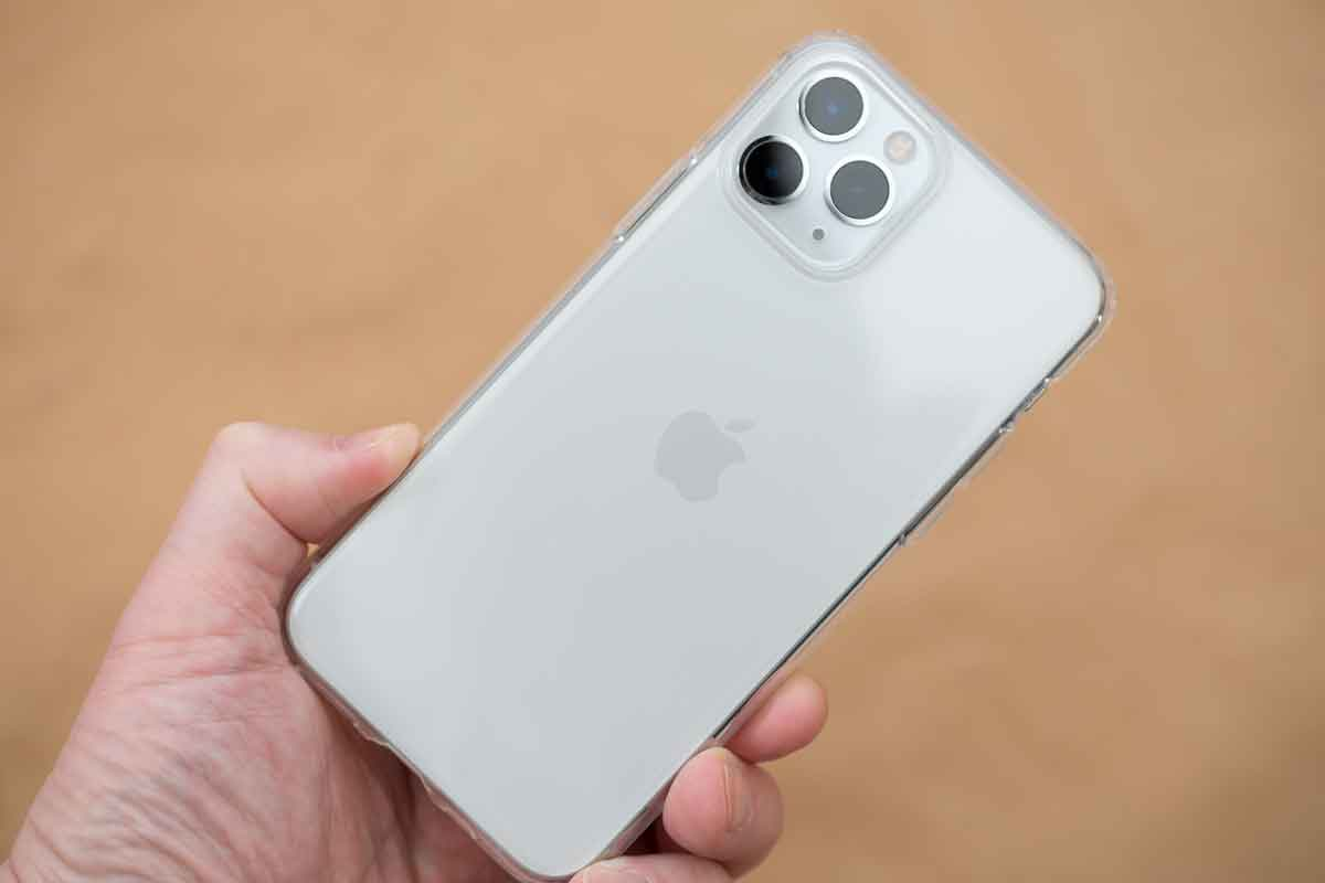 ESR iPhone 11 Pro クリアケース装着図