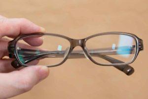 「幸せなくもらないメガネふき」で拭いた後のメガネ