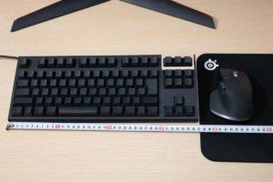 テンキーレスキーボードとマウスの必要な幅