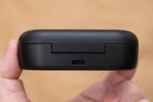 Bose Sport Earbuds 充電ケース後側