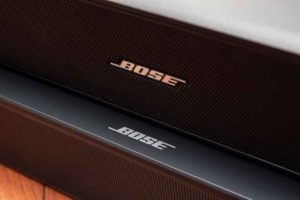 Bose Solo Soundbar Series II とSolo5との比較。ロゴ位置が異なる。