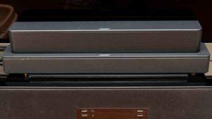 Bose Solo Soundbar Series II とTV Speakerとの比較。Solo S2の方が背が高い。