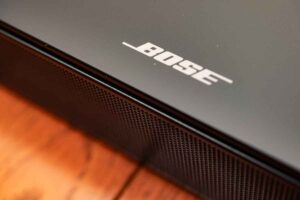 Bose smart Soundbar 300 のボーズロゴ