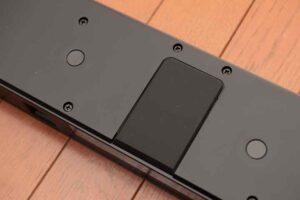 Bose smart Soundbar 300 の底面のクッション