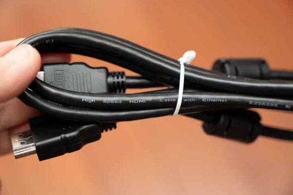 DHT-S216 に付属のHDMIケーブル
