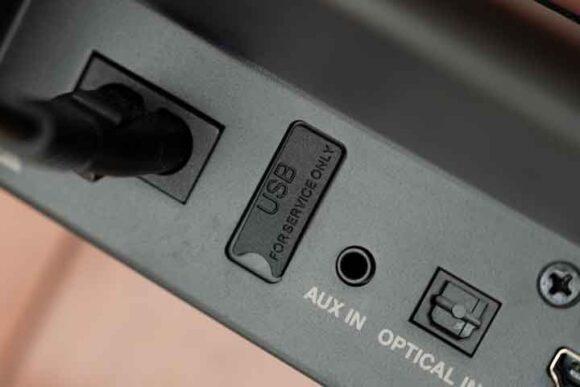 DHT-S216の背面USBには端子カバー