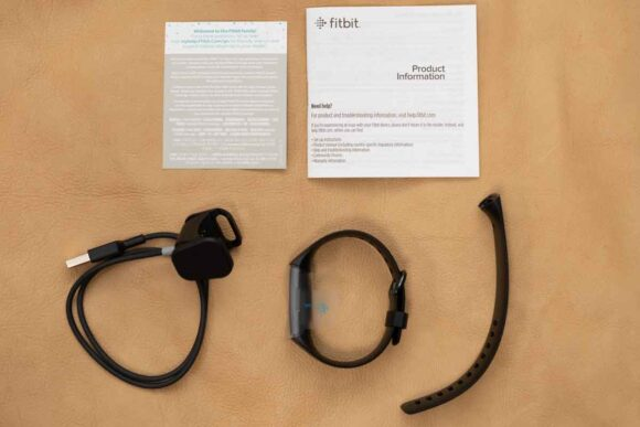 Fitbit Charge4 Suica対応版内容物