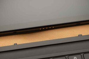 Lenovo IdeaPad Duet Chromebook のキーボードの接続端子