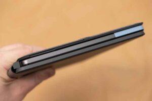 Lenovo IdeaPad Duet Chromebook の厚み