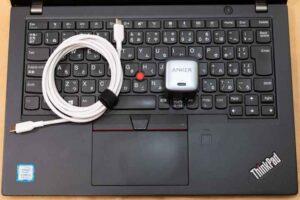 「Anker Nano ll 45W」のノートPC利用イメージとサイズ感