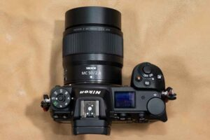 HAKUBAメタルレンズフードKMH-62 を 「NIKKOR Z MC 50mm f/2.8」に装着