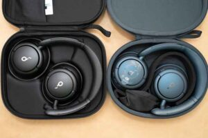 Anker Soundcore Q35の付属品のケース