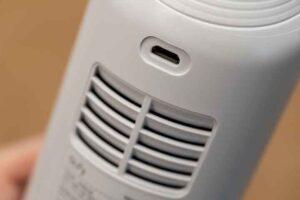 Eufy HomeVac H11の充電端子と排気口