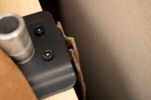 グリーンハウス モニターアーム GH-AMDF1-BKの台座の突起をカバー