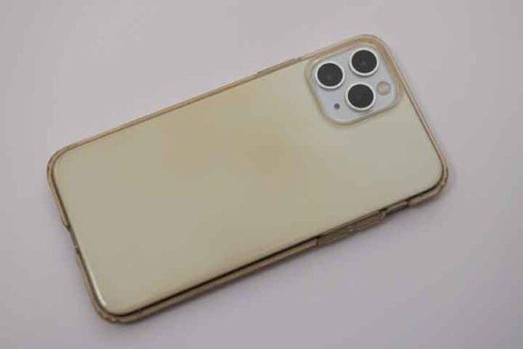 ESR iPhone 11 Pro ケース変色した旧ケース