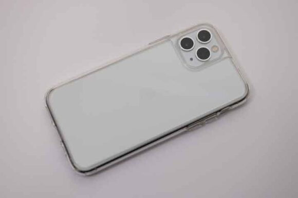 ESR iPhone 11 Pro ケースの装着例